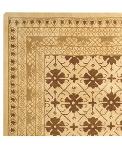 Safavieh Handmade Classic Agra Beige/ Dark Brown Wool Rug (6' x 9') - Thumbnail 2