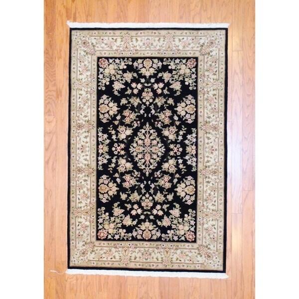 Sino Hand-knotted Tabriz Black/ Ivory Wool/ Silk Rug (4' x 6')