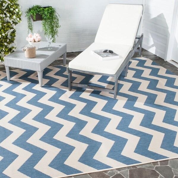Safavieh Courtyard Chevron Blue/ Beige Indoor/ Outdoor Rug