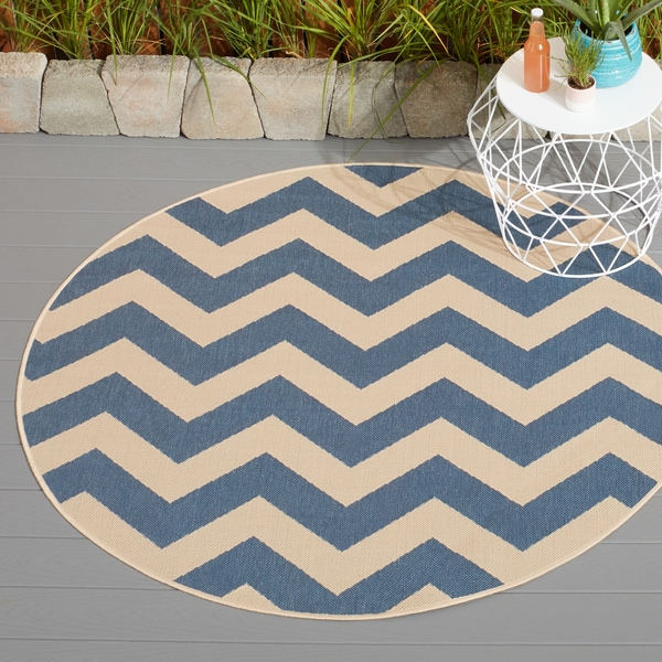 Safavieh Courtyard Chevron Blue/ Beige Indoor/ Outdoor Rug
