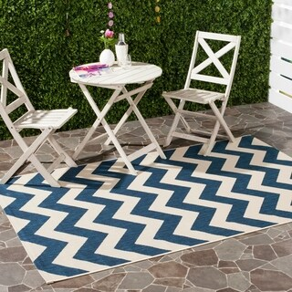Safavieh Courtyard Chevron Grey/ Beige Indoor/ Outdoor Rug (More options available)
