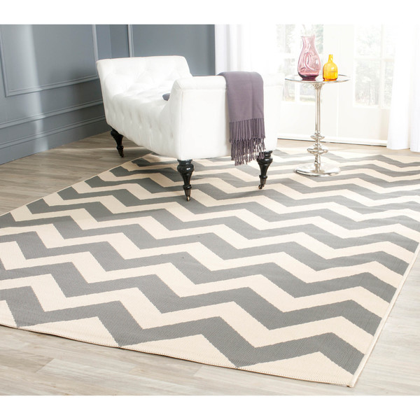 Safavieh Courtyard Chevron Grey/ Beige Indoor/ Outdoor Rug