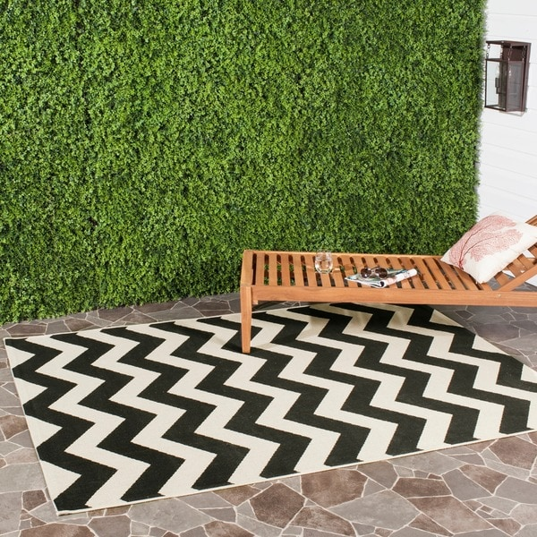 Safavieh Courtyard Chevron Black/ Beige Indoor/ Outdoor Rug