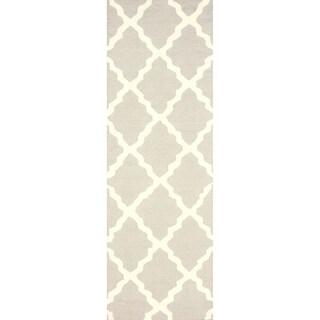 nuLOOM Handmade Alexa Moroccan Trellis Wool Runner Rug (2'6 x 8') - 2'6 x 8' (Option: Khaki)