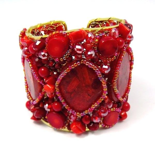 Handmade Red Coral Oval Slab Festive Stone Mesh Cuff (Thailand)