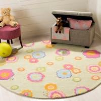 Safavieh Handmade Children's Flowers Green New Zealand Wool Rug - 6' x 6' Round