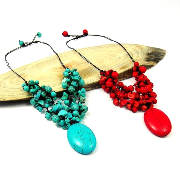 Handmade Cute Clusters Stone Oval Pendant Necklace (Thailand)