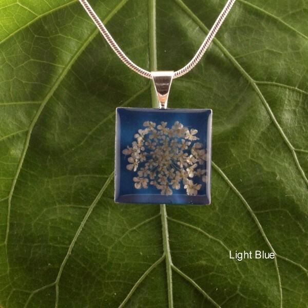 Handmade Snow White Flower Square Necklace (Mexico)
