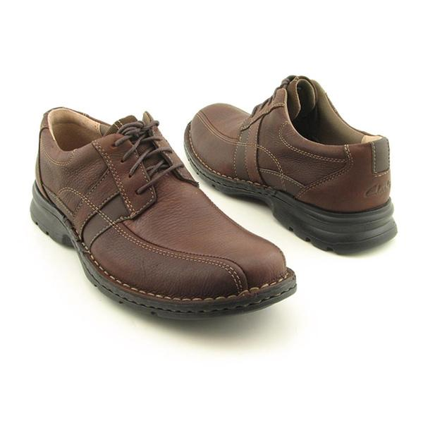 5b5889211046b Shop Clarks Men's 'Espace' Leather Casual Shoes - Free Shipping ...
