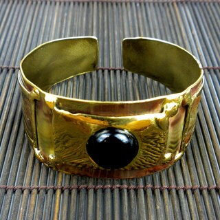 Handmade Brass Onyx Single Stone Cuff (South Africa)