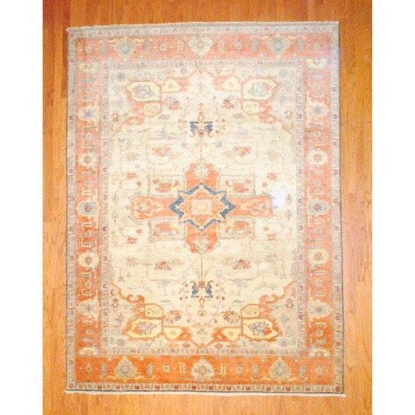 Indo Hand-knotted Heriz Ivory/ Salmon Wool Rug (8'9 x 11'8)