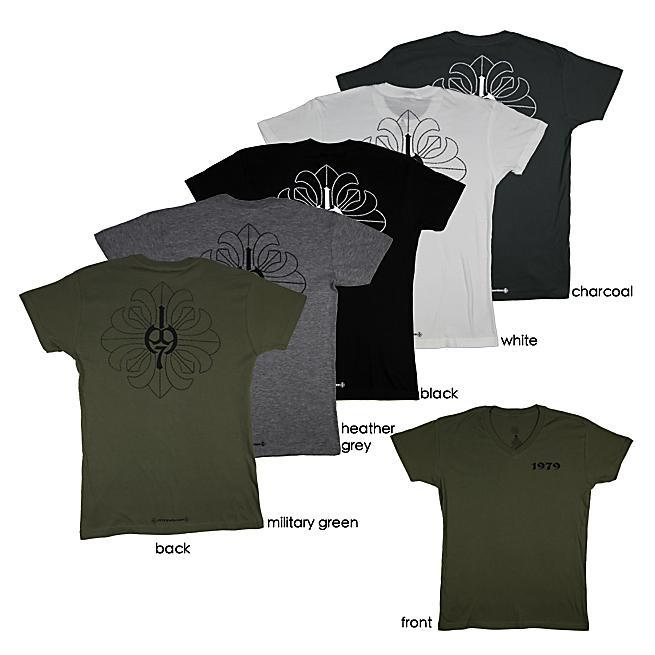 1979 Collection Men's Graphic 'Fleur-de-lis Cross' V-neck T-shirt
