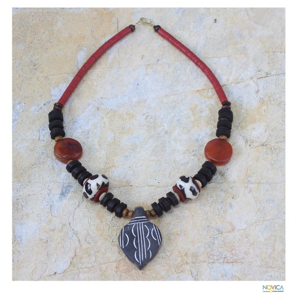 Handcrafted Agate and Wood 'African Wisdom' Necklace (Ghana)