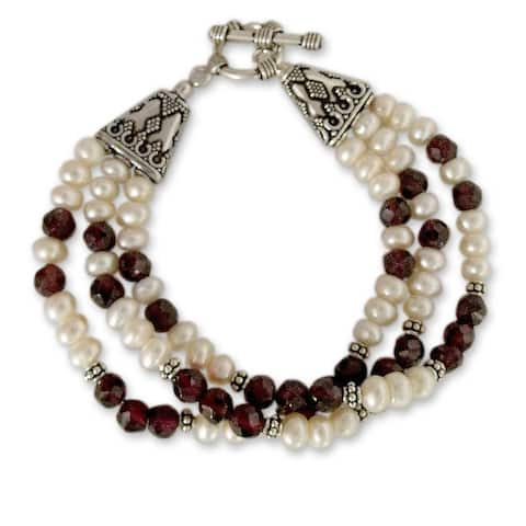 Handmade Sterling Silver 'Pure Love' Garnet and Pearl Bracelet (6 mm) (India) - Red