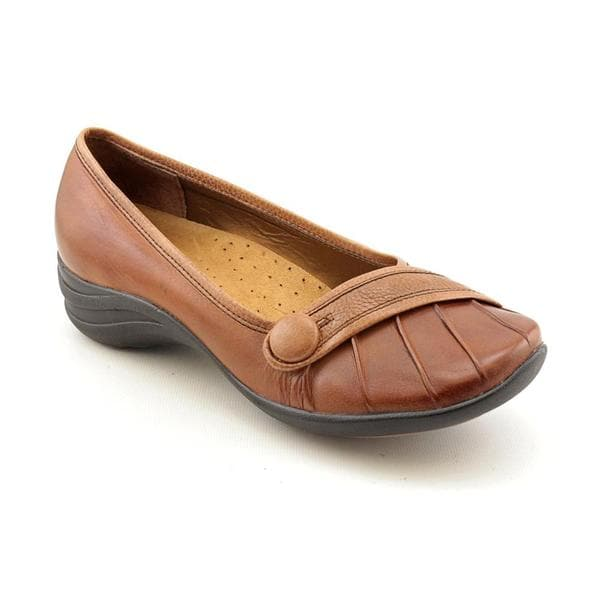 bf023408ed755 Shop Hush Puppies Women's 'Sonnet' Leather Casual Shoes - Extra Wide ...