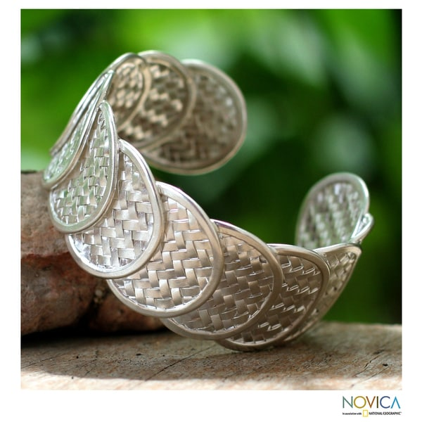 Handcrafted Sterling Silver 'Shield of Honor' Cuff Bracelet (Thailand)