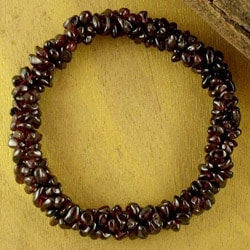 Handmade Garnet 'Crimson Muse' Stretch Bracelet (India)