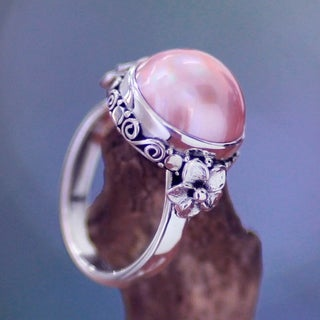 Handmade Love Moon Vintage Style Antique Finish Romantic Pink Round Freshwater Pearl Womens Sterling Silver Ring (Indonesia)