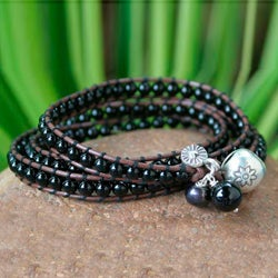 Handmade Silver 'New Tribal' Onyx and Pearl Bracelet (7 mm) (Thailand)