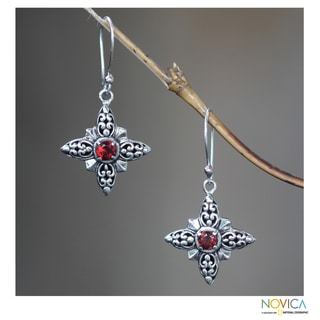Handmade Sterling Silver 'Celuk Star' Garnet Earrings (Indonesia)