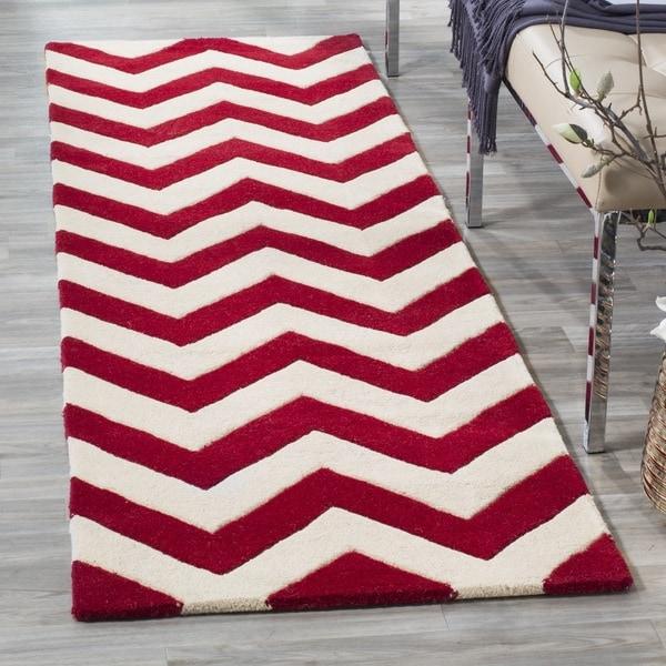 Safavieh Handmade Moroccan Chatham Chevron Red/ Ivory Wool Rug (2'3 x 7')