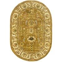 Safavieh Handmade Classic Gold/ Ivory Wool Rug (7'6 x 9'6 Oval) - 7'6' x 9'6' oval