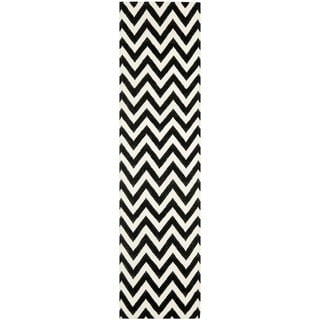 Safavieh Hand-woven Moroccan Reversible Dhurrie Chevron Black/ Ivory Wool Rug (2'6 x 12')