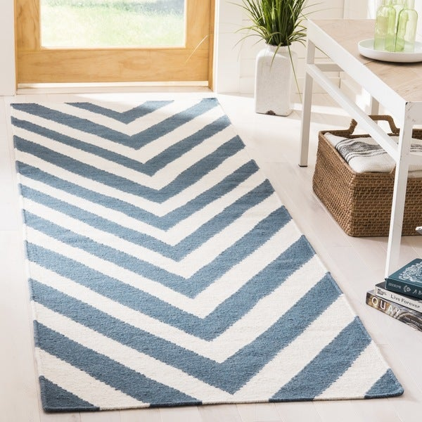 Safavieh Hand-woven Moroccan Reversible Dhurrie Chevron Reversible Dhurrie Blue Wool Rug