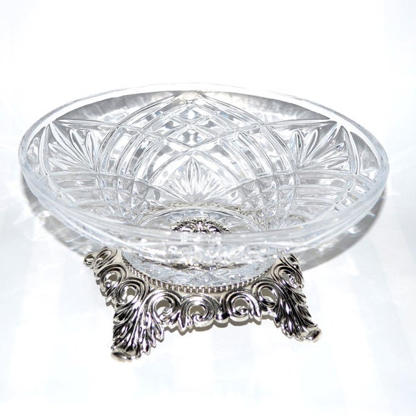 Threestar Clear Crystal/ Silvertone Footed Round Serving Bowl (4.5 x 9.5 inches)