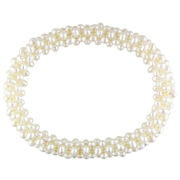 Miadora White Cultured Freshwater Pearl Stretch Bracelet (4-5 mm)