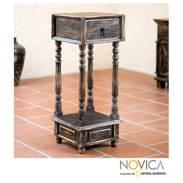 Handmade Handcrafted Pinewood 'Tepatitlan Brown' End Table (Mexico)