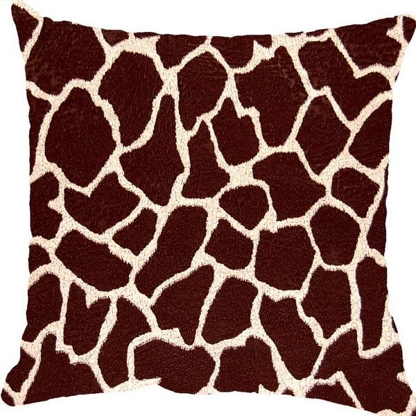 Giraffe Bitter 17-inch Throw Pillows (Set of 2)