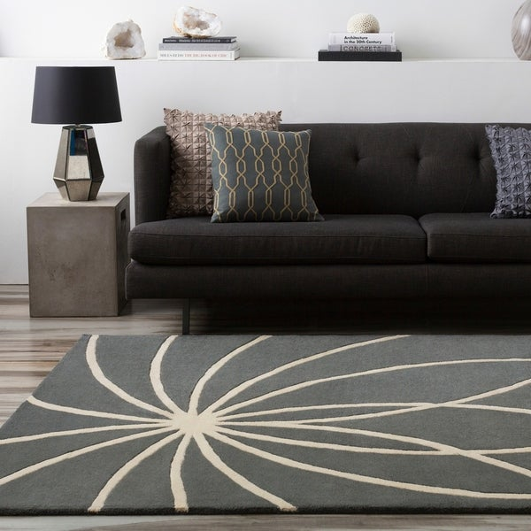 Hand-tufted Wanganui Cement Floral Wool Area Rug - 5' x 8'