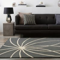 Hand-tufted Wanganui Cement Floral Wool Area Rug (5' x 8')