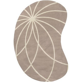 Hand-tufted Palmerston Safari Tan Floral Wool Rug (6' x 9' Kidney)