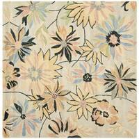 Safavieh Handmade Blossom Beige/Green Wool Rug (6' Square) - 6' Square
