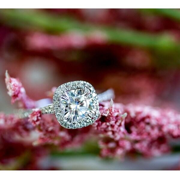 Annello by Kobelli 14k White Gold 1 1/3ct TGW Cushion-cut Moissanite and Diamond Halo Engagement Ring (HI/VS, GH/I)