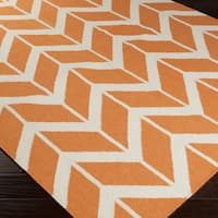 Hand-woven Awans Papaya Wool Area Rug - 5' x 8'