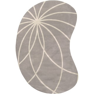 Hand-tufted Beernem Dove Grey Floral Wool Rug (6' x 9' Kidney)