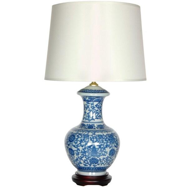 Handmade Blue and White Porcelain Round Vase Lamp (China)