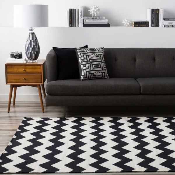 Hand-woven Midnight Chevron Jet Black Wool Area Rug - 8' X 11'