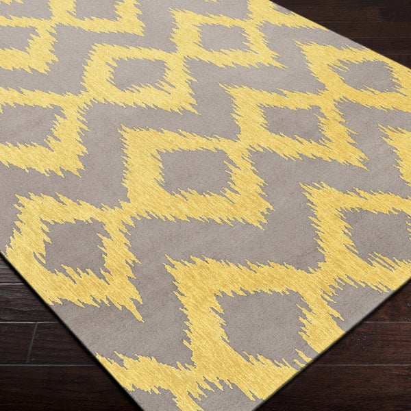 Hand-woven Fame Yellow Wool Rug (5' x 8')