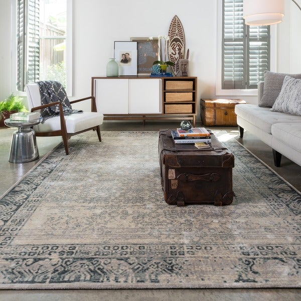 Traditional Distressed Ivory/ Grey Classic Rug