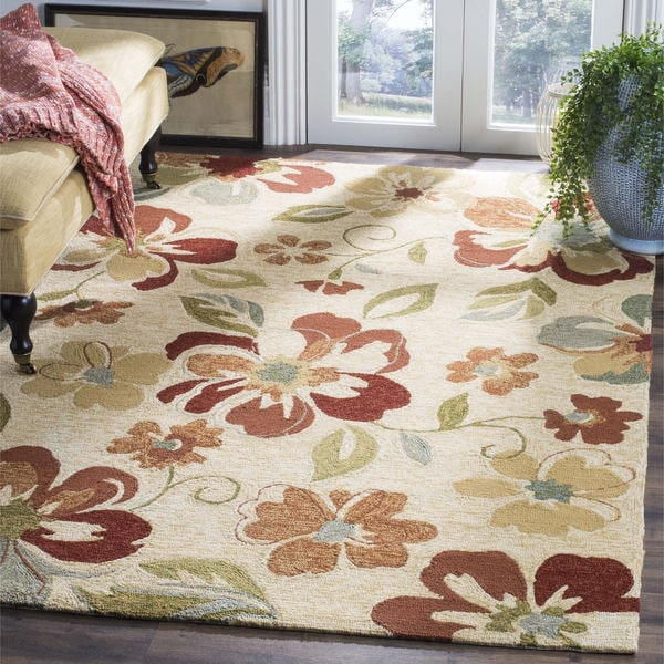 Safavieh Hand-Hooked Four Seasons Beige Floral Polyester Rug (5' x 8')