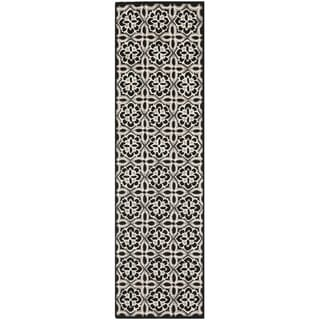 Safavieh Hand-Hooked Four Seasons Black/ Ivory Polyester Rug (2' x 6')