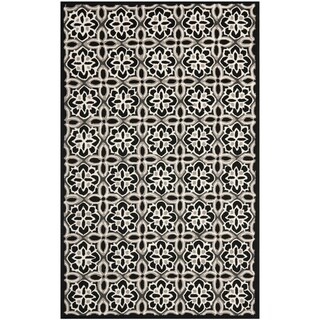 Safavieh Hand-Hooked Four Seasons Black/ Ivory Polyester Rug (5' x 8')