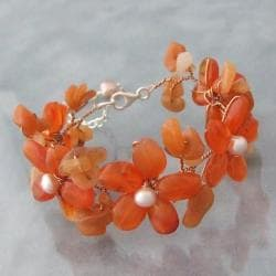 Orange Chalcedony and Pearl Flower Garland Bracelet (5-6 mm) (Thailand)