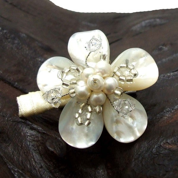 Handmade Charming Daisy Mother of Pearl Floral Hair Clip (Thailand)