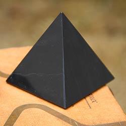 Black Night of Peace and Serenity Artisan Handmade Handsome Onyx Gemstone Art Powerful Symbol Paperweight Gift Pyramid (Peru)