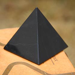 Black Night of Peace and Serenity Artisan Handmade Handsome Onyx Gemstone Art Powerful Symbol Paperweight Gift Pyramid (Peru)